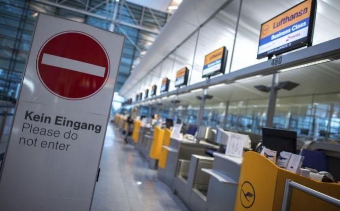 Mostradores de Lufthansa en el aeropuerto de Múnich (Alemania).