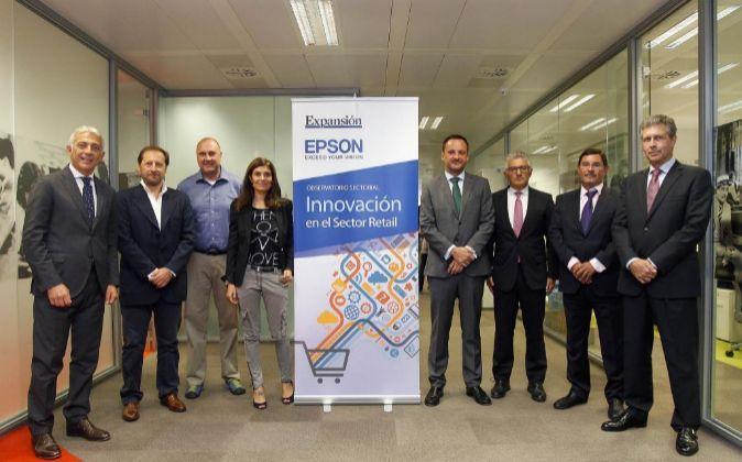 De izquierda a derecha, Ernest Quingles, presidente ejecutivo de Epson...