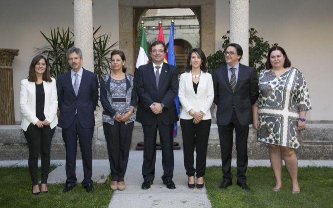 Foto del nuevo equipo de Gobierno de la Junta de Extremadura, con la...