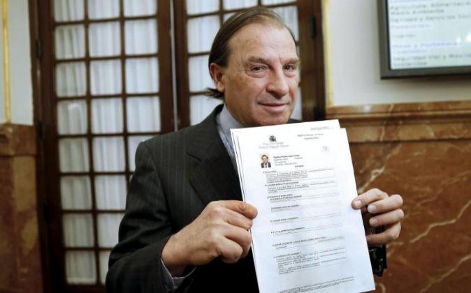 El portavoz de Economía del PP, Vicente Martínez-Pujalse, muestra su...