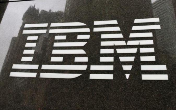 Logo de IBM en uno de sus edificios