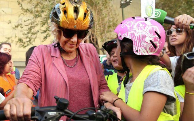 GRA La alcaldesa de Madrid, Manuela Carmena (c), durante su...