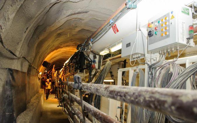 Obras de construcción de la línea de interconexión de electricidad...