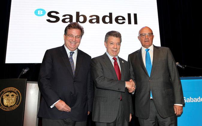 Jaime Gilinsky, principal accionista de Sabadell;  Juan Manuel Santos,...