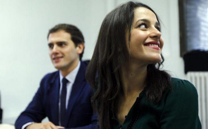 La líder de Ciudadanos en Cataluña, Inés Arrimadas, y el presidente...