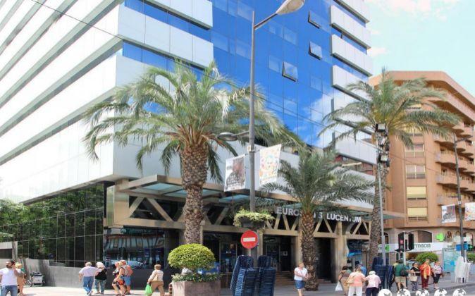 El edificio en la Avenida Alfonso X el Sabio de Alicante.