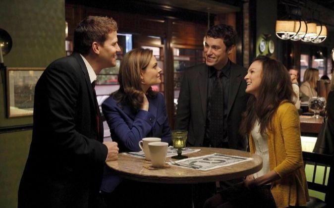 Los pubs son parte del escenario de muchas series de TV, donde los...