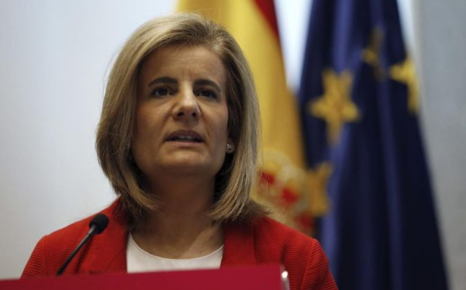 La ministra de Empleo y Seguridad Social, Fátima Báñez, en una foto...