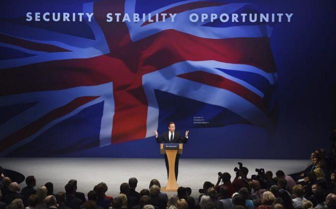 El primer ministro británico, David Cameron, pronuncia un discurso en...