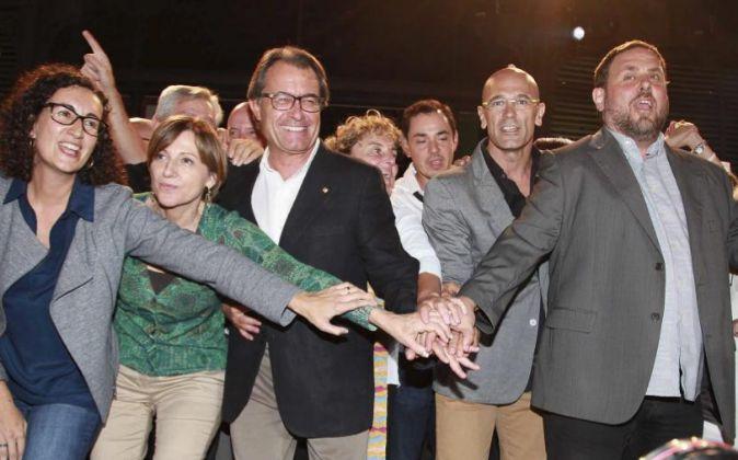 Los dirigentes de Junts pel Sí, entre ellos Artur Mas (CDC) y Oriol...
