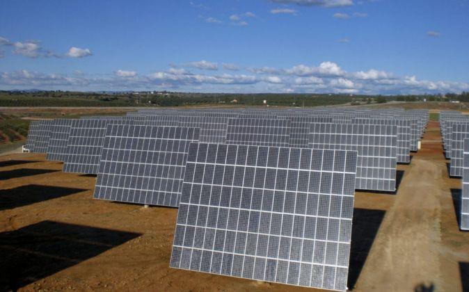 Módulos de la planta fotovoltaica Copero PV, cerca de Dos Hermanas,...