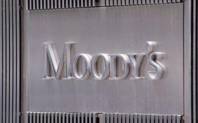 Logo de la agencia de medición de riesgos Moody en la parte exterior...