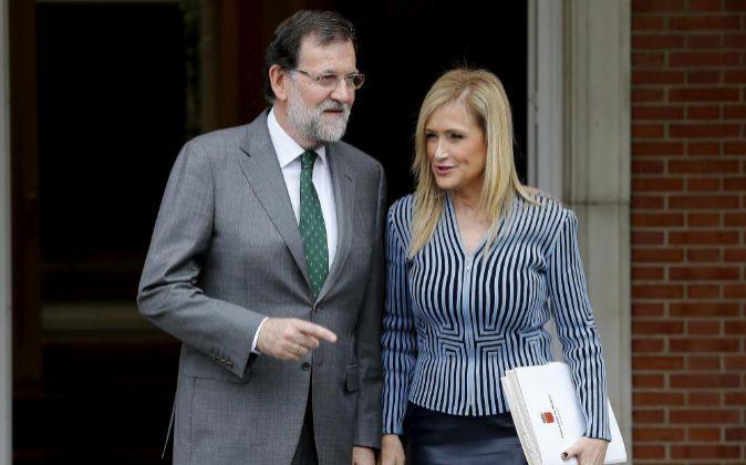El presidente del Gobierno, Mariano Rajoy, recibe en la Moncloa a la...