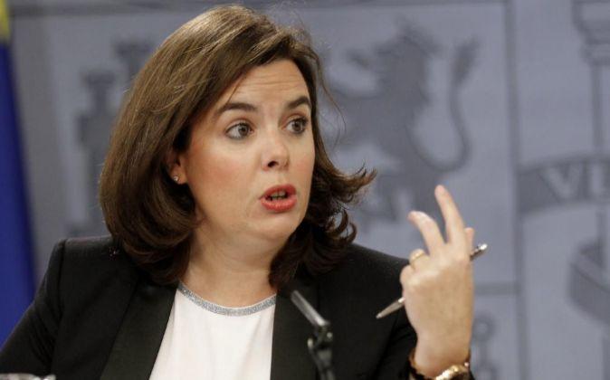 La vicepresidenta del Ejecutivo, Soraya Sáenz de Santamaría, durante...