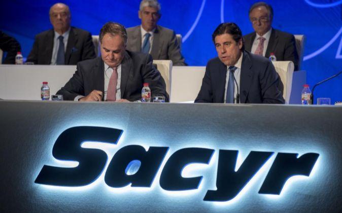 Manuel Manrique, el presidente de Sacyr, en la última junta de...