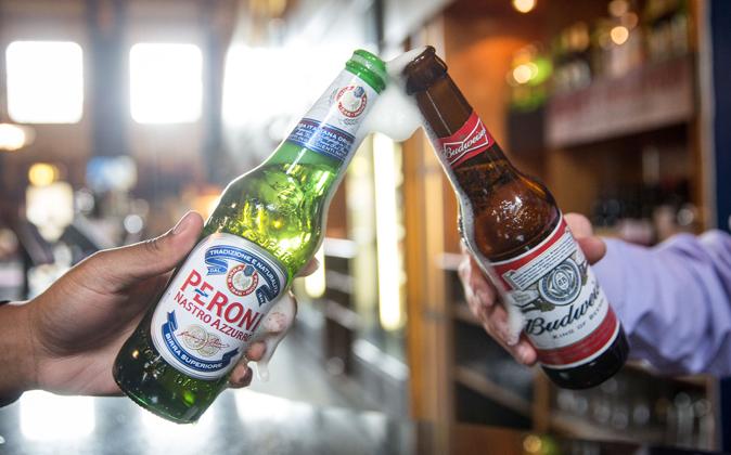Cerveza Peroni, de SABMiller, y cerveza Budweiser, de AB InBev
