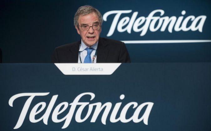 El presidente de Telefónica, César Alierta, durante la Junta de...