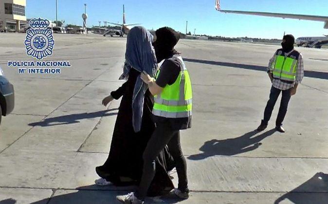 Una mujer vinculada con el grupo terrorista Daesh fue detenida por la...