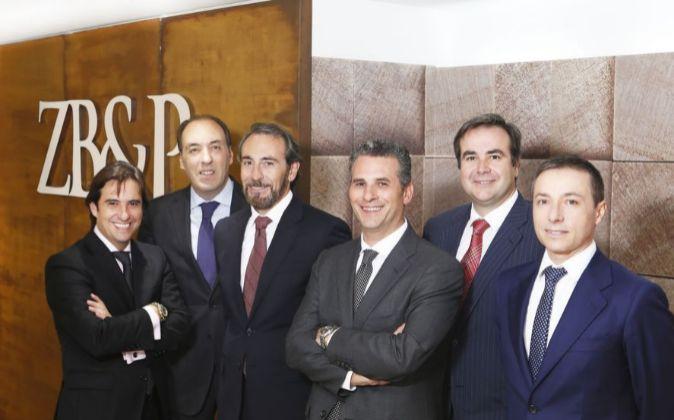 El Asociados amp;p Se Bufete Abogados Valencianos Zb Seis En Unen Penalistas AzvRn1PY