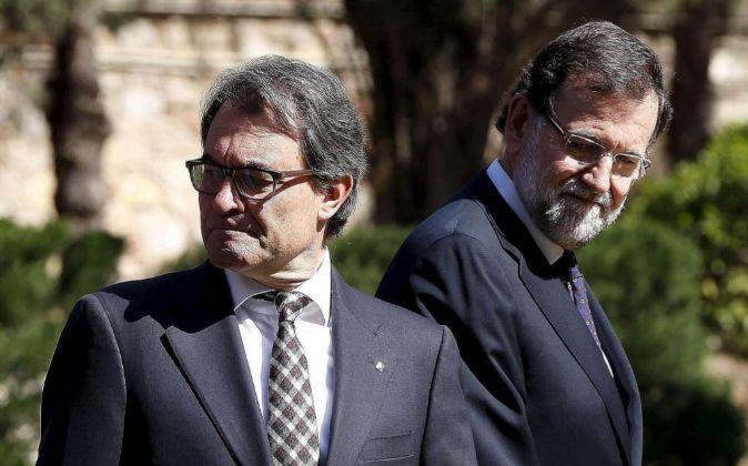 El presidente del Gobierno, Mariano Rajoy, junto al presidente de la...