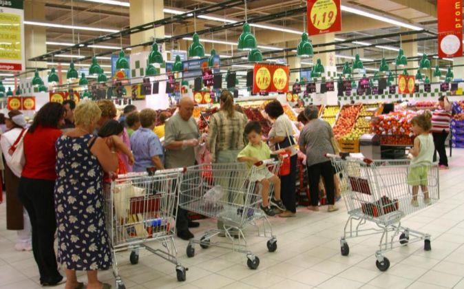 Interior de un supermercado Alcampo.