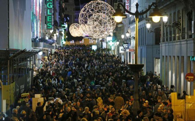 Imagen de la calle Preciados (Madrid) el pasado viernes, en el que...