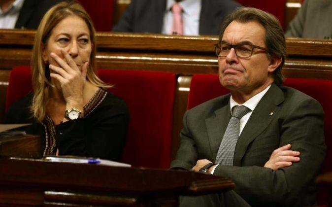 El presidente de la Generalitat en funciones, Artur Mas, y la...