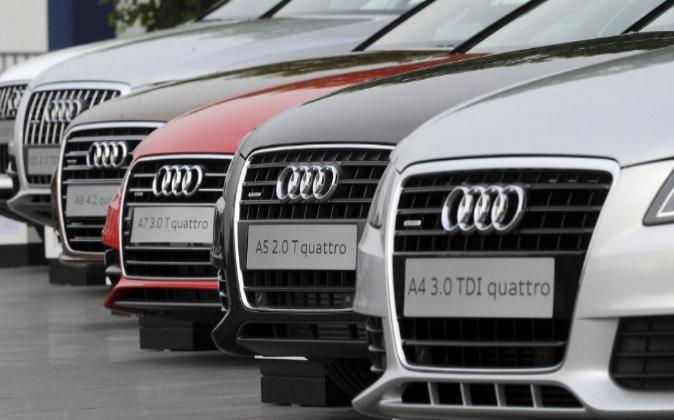 Coches de la marca Audi aparcados, en una imagen de archivo.