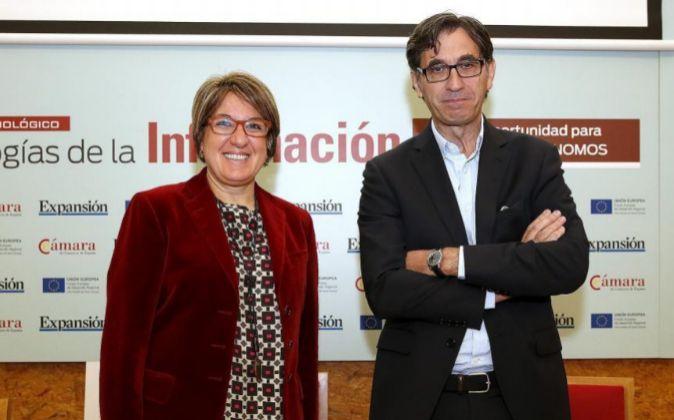 De izquierda a derecha, Inmaculada Riera, directora general de la...