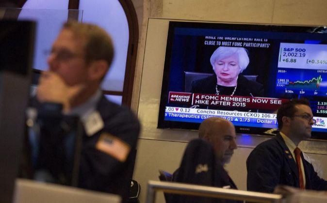 Janet Yellen en las pantallas de televisión.