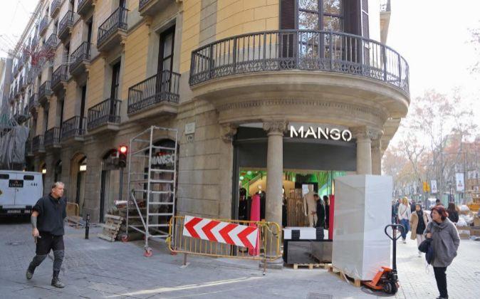 Mango inaugura su tienda más grande de España en Las Ramblas de0e83e947945