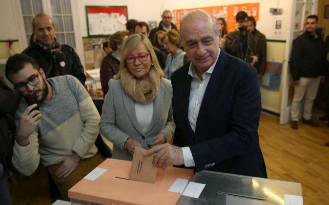 El ministro del Interior y cabeza de lista por el PPC Jorge Fernández...