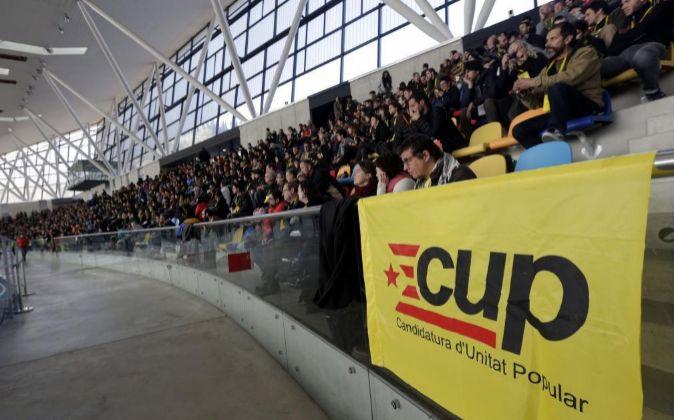 Asamblea de la CUP que debate y somete a votación si sus diez...