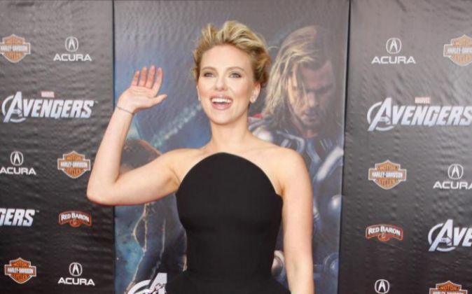 Scarlett Johansson aparece en Twitter con dos cuentas (suma 90.000...