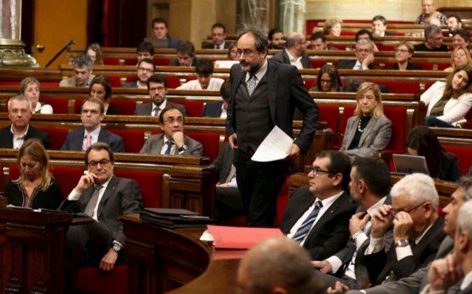 El lider parlamentario de la CUP, Antonio Baños, se dirige a la...