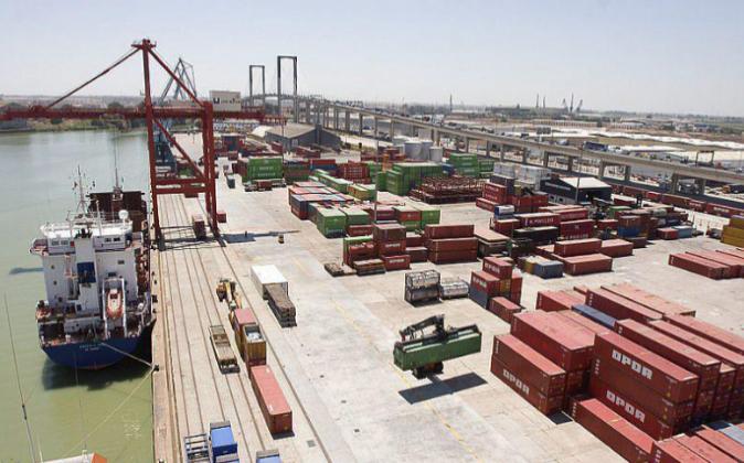 Terminal de contenedores del Puerto de Sevilla.