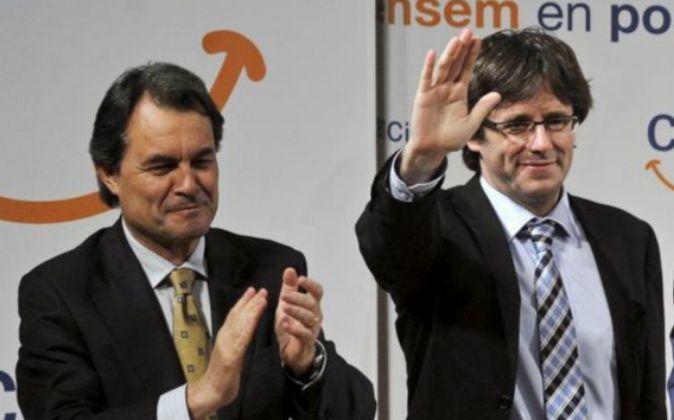 El presidente de la Generalitat en funciones, Artur Mas, y el alcalde...