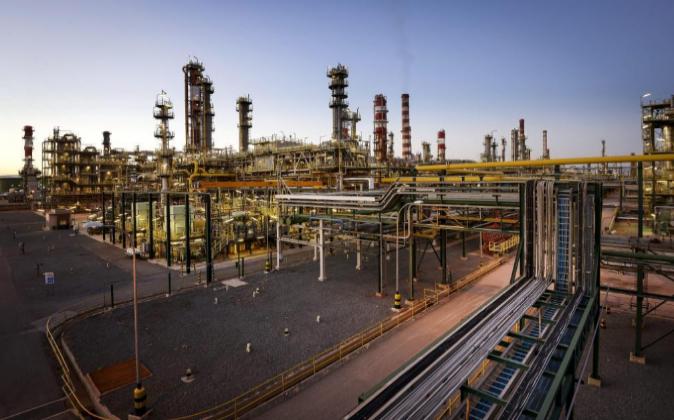 Vista general de las instalaciones del complejo industrial de Repsol,...