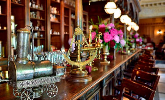 Café Pushkin, donde se sirven los mejores Pelmeni de Moscú.