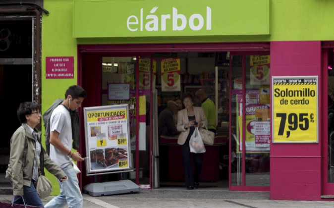 Vista exterior de uno de los establecimientos El Árbol en Oviedo...