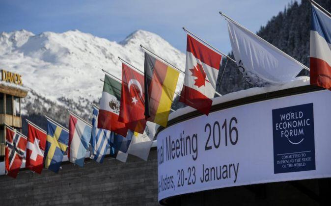 Vista del exterior del centro de conferencias de Davos, Suiza.