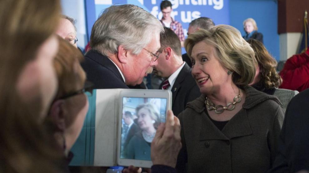 La candidata a la nominación presidencial por el Partido Demócrata,...