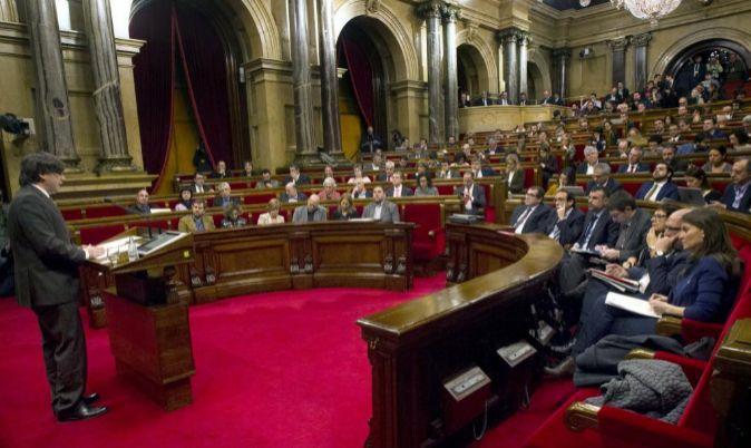 El presidente de la Generalitat, Carles Puigdemont, durante una de sus...