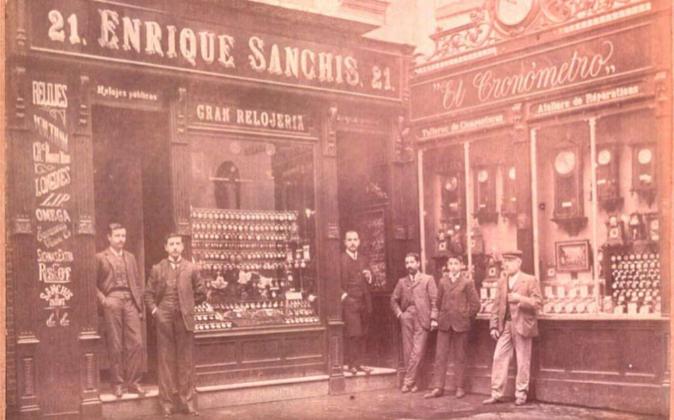 La fachada del comercio, a principios del siglo XX