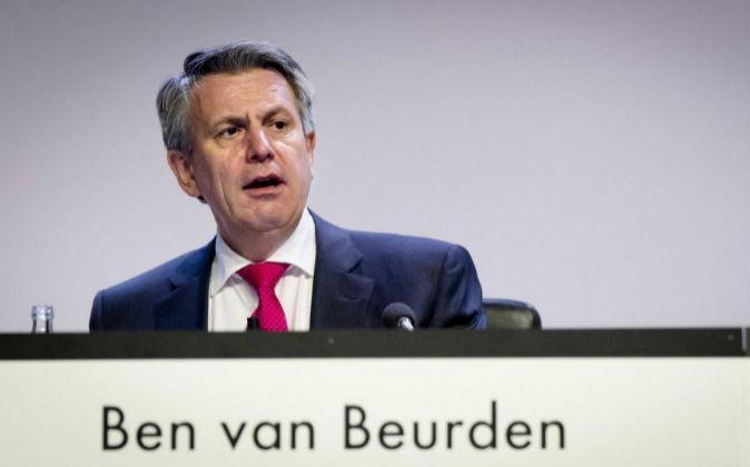 El consejero delegado de Shell, Ben van Beurden, interviene en la...