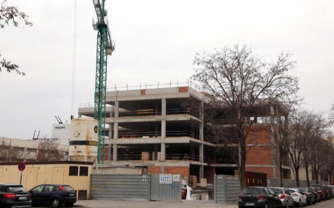 Construcción de un bloque de pisos en Barcelona. Archivo.