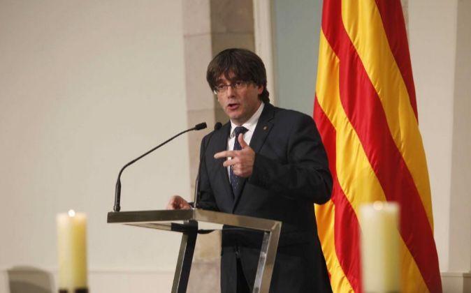 El presidente de la Generalitat, Carles Puigdemont, en el parlamento...