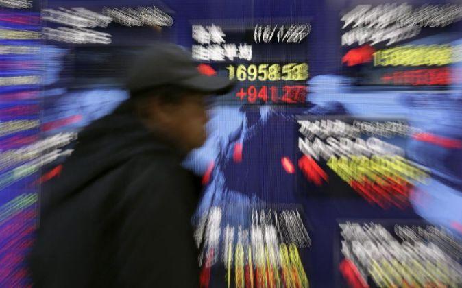 Imagen de una de las pantallas de la Bolsa de Tokio