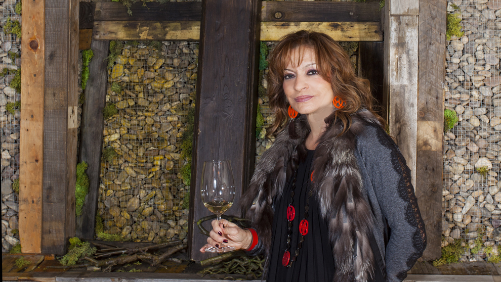 La enóloga, de 62 años, disfrutando de uno de sus vinos en Yugo The...