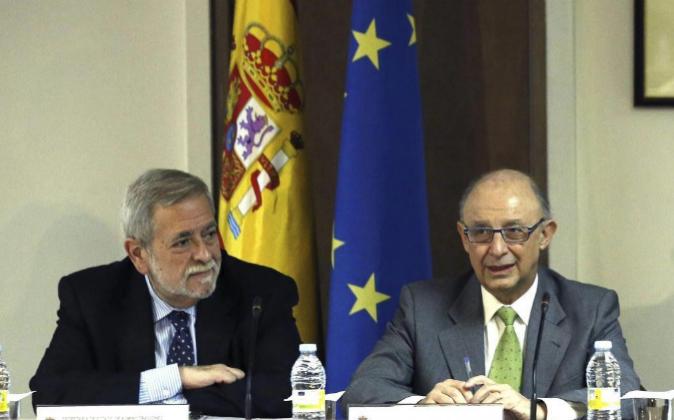 El ministro de Hacienda, Cristóbal Montoro y el secretario de Estado...